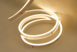 LED NEON 4x8 MM WIRELI WW 173lm 9,6W 0,8A 12V (bílá teplá)-LED NEON s vysokým krytím IP.